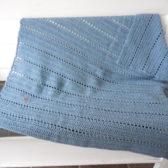 Stoere gehaakte woondeken vintage blue
